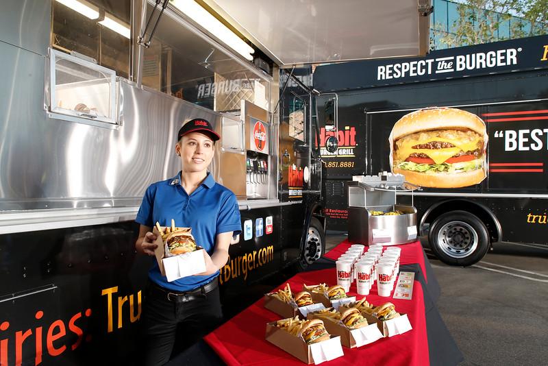 THB-FoodTrucks-Cashier-039