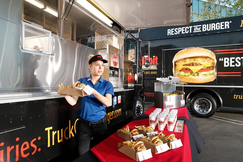 THB-FoodTrucks-Cashier-031