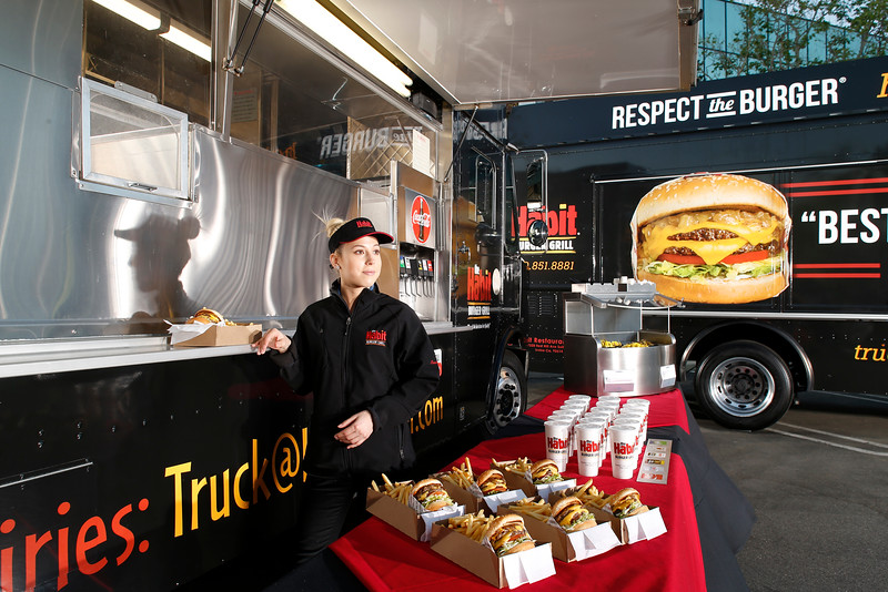 THB-FoodTrucks-Cashier-016