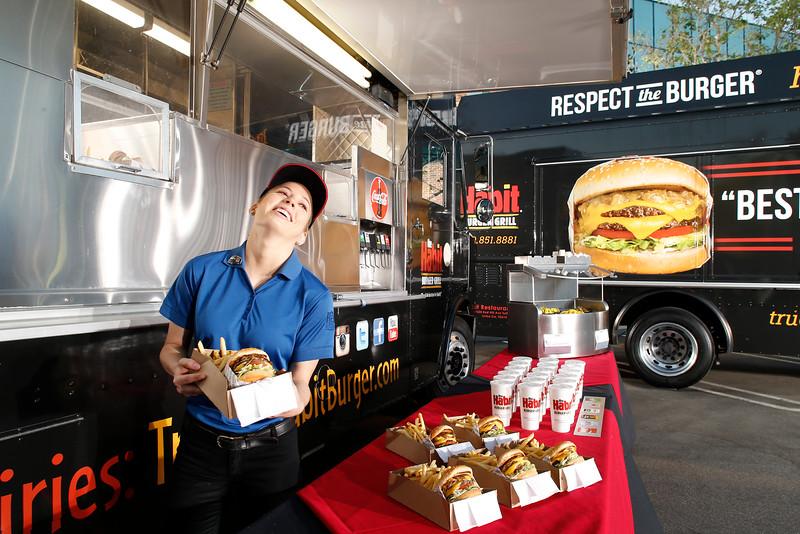 THB-FoodTrucks-Cashier-042