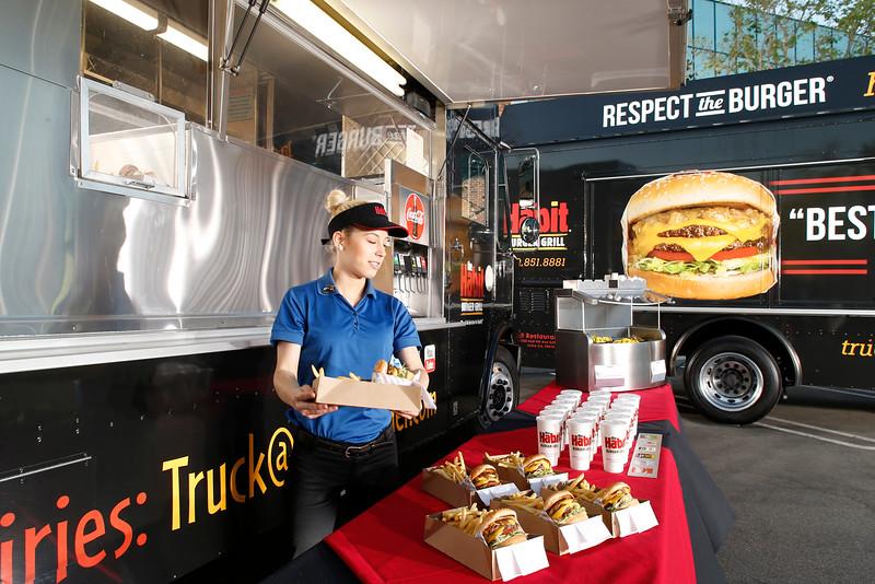 THB-FoodTrucks-Cashier-030