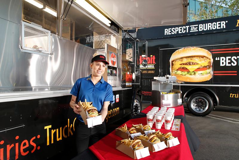 THB-FoodTrucks-Cashier-036