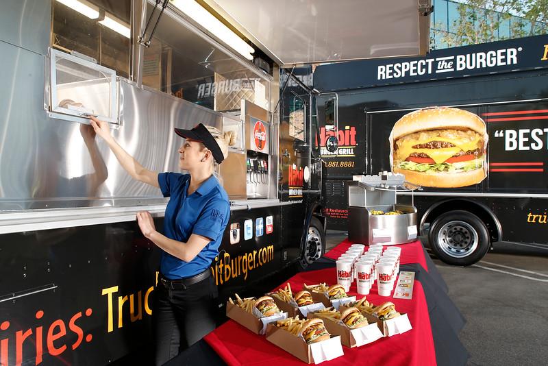 THB-FoodTrucks-Cashier-020
