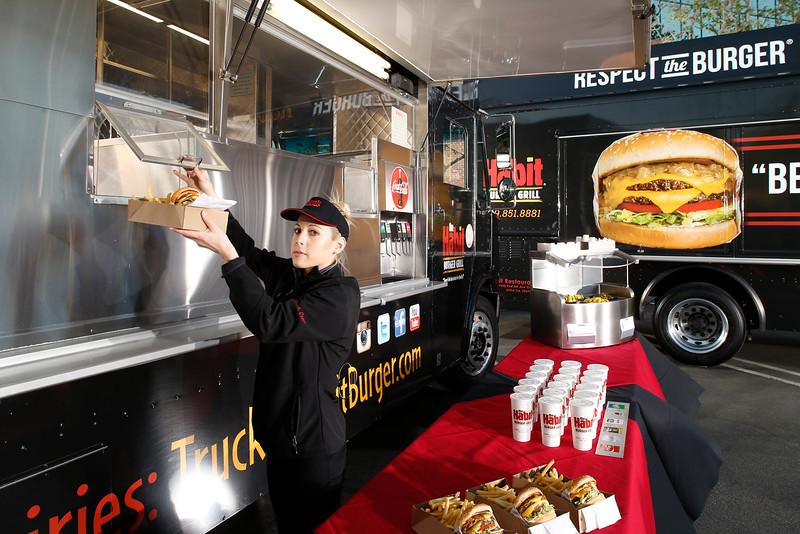 THB-FoodTrucks-Cashier-013