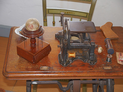 Mini Sewing Machine (C1, Olympus 4/3 14-54, FL-14 Flash)