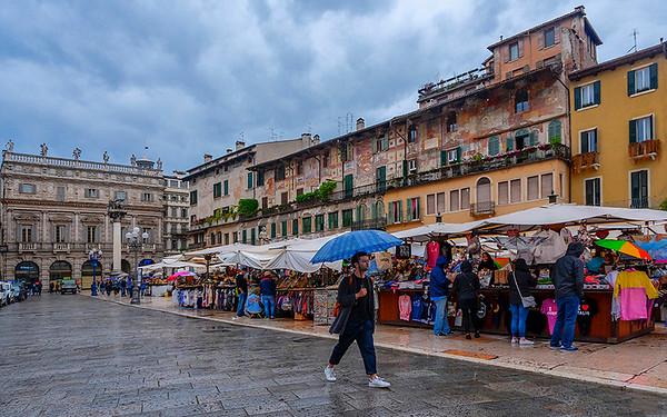 Market Day in Verona - Sybille Bonow