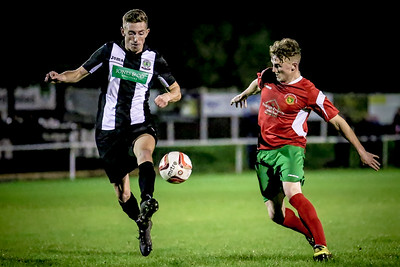 Ryan Sharrocks chases down the Retford defender.