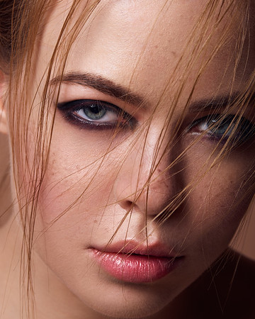 High end beauty & commercial retouching and post production artist based in Bangalore, India.