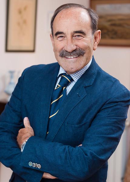 Retrato editorial del Profesor Luis Manuel Calleja