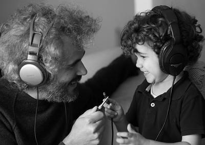 Jonas Superstereo y Otto, músico y padre.