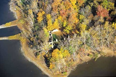 """Aerial view of the site, showing remains of the fort. As seen on <a href=""""http://www.historicplaces.ca/fr/rep-reg/place-lieu.aspx?id=13246&pid=2604&h=Benedict"""">http://www.historicplaces.ca/fr/rep-reg/place-lieu.aspx?id=13246&pid=2604&h=Benedict</a>,Arnold"""