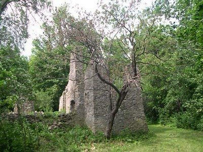 """View of the remains of the fort, as seen on <a href=""""http://www.historicplaces.ca/fr/rep-reg/place-lieu.aspx?id=13246&pid=2604&h=Benedict"""">http://www.historicplaces.ca/fr/rep-reg/place-lieu.aspx?id=13246&pid=2604&h=Benedict</a>,Arnold"""