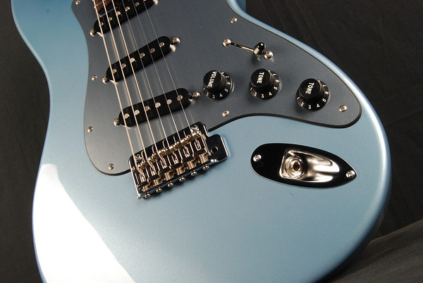 Retro Classic Custom, Glacier Blue Metallic, SSS Pickups