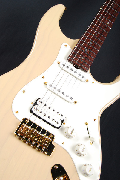 Retro Classic Custom, Mary Kay Blonde, SSH Pickups