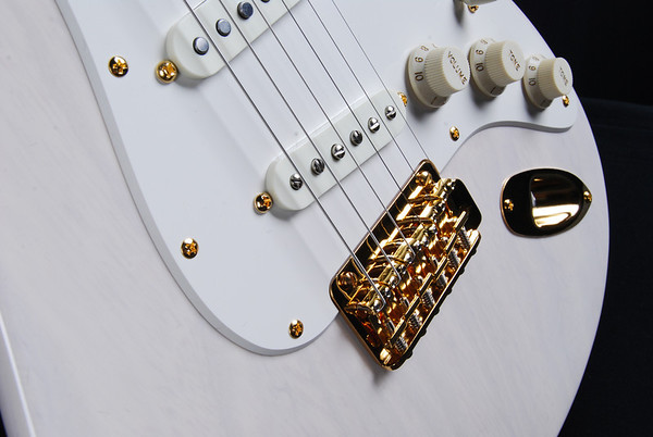 Retro Classic Custom, Mary Kay White, SSS Pickups