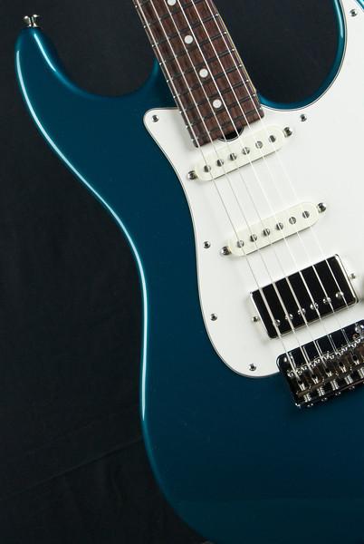 Retro Classic, Ocean Turquoise Metallic HSS pickups