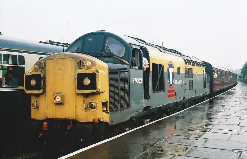 37002 is seen at a rather damp Ramsbottom on 11 September 1999 with the 1543 to Rawtenstall.