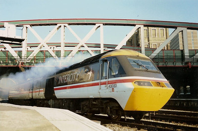 43020 smokes away from Paddington on 19 August 1989 with the 1810 to Penzance.