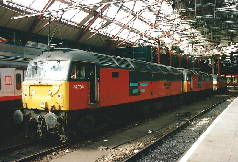 47734 Crewe Diesel Depot rests along with 47762 + 90018 at Liverpool Lime  Street on 10