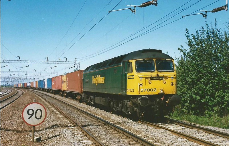57002 Freightliner Phoenix curves towards Wolverton on 30 April 1999 working the 4O88 2333 Leeds - Thamesport (Grain).