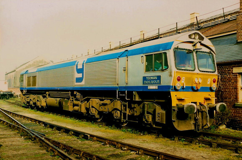 Complete with bell, 59001 YEOMAN ENDEAVOUR is seen on display at Didcot Railway Centre on 24 October 1987.
