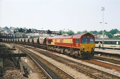 66157 works an MGR past Newport on 28 June 2000.
