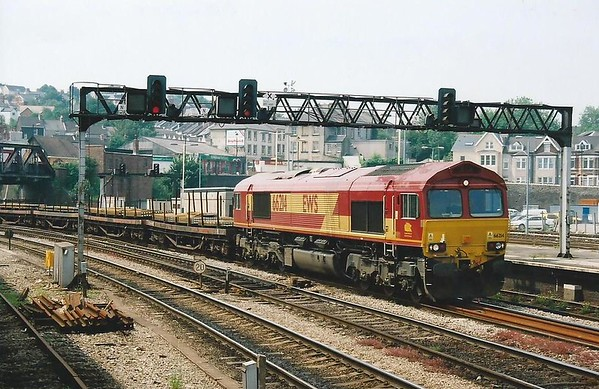 The 6M86 1059 Margam - Dee Marsh passes Newport behind 66214 on 28 June 2000.