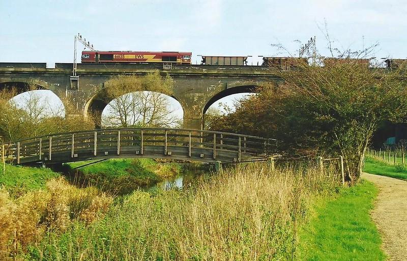 66135 Haversham Viaduct 4 November 2001