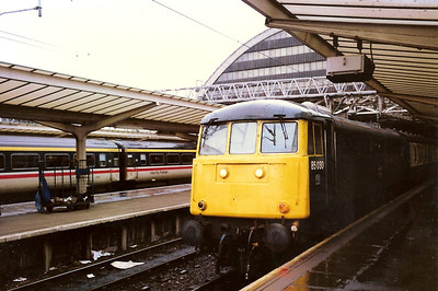 Roarer 85030 awaits the off from Manchester Piccadilly on 11 February 1989 with the 1605 to Plymouth. She was withdrawn in September the following year.