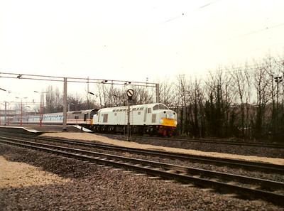 In grey primer. D200/40122 leads 97252 through Wolverton on the fast on 12 March 1988 with the Pennine 40 Farewell, the 1Z36 Taunton - Liverpool Lime Street. Delays meant Liverpool was never reached but the tour did utilise 50001, 97252, 40122, 47322, 47575, 50029 and 85008 !! A proper tour !