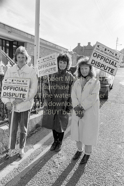 Picketing at Wicklow Courthouse.  Date unknown