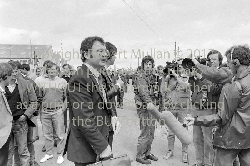 Pat Rabbitte with Veha workers 1985