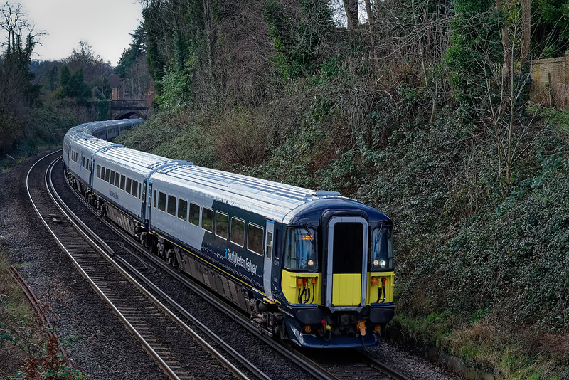 442423 and 442408 approaching Farncombe with 9P32, the 10:15 Portsmouth Harbour - Waterloo on 10th January 2020.