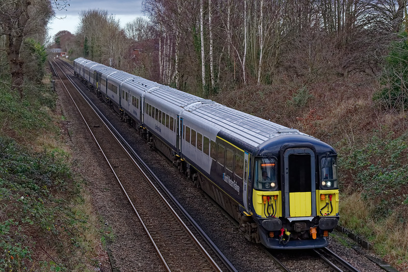 442417 and 442413 approaching Guildford with 9P35, the 12:30 Waterloo - Portsmouth Harbour on 9th January 2020.