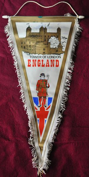 Tower-of-London-Pendant-001