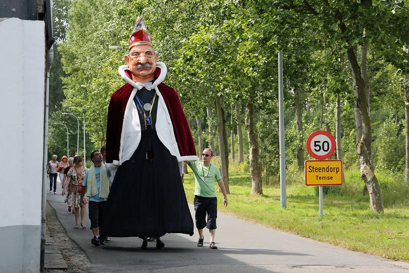04/08/2012 - Reus Keizer Karel I is voor het eerst buiten Steendorp
