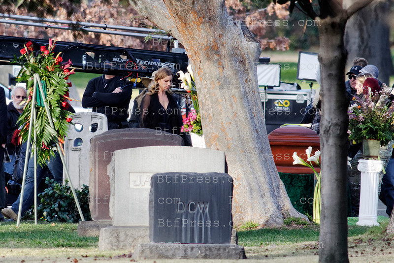 Exclusive__Set of Revenge in a cemetery in Los Angeles for a funeral, Emily VanCamp and all the cast on the set.