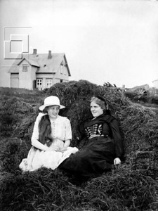 1921-5-TraustiÓlafsson-Suðurgata20baksýn-líklGarðastrHólatkirkjugarðsstígurmætast
