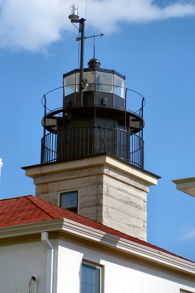 The lighthouse was automated in 1972 and the Fresnel lens was replaced with a modern optic.  After the personnel left Beavertail Light it became the target of vandals who damaged the light.  In 1983 the Rhode Island Parks Association began restoring the deteriorating Assistant Keeper's House to use as a lighthouse museum.  The museum was opened in 1989 to the public.