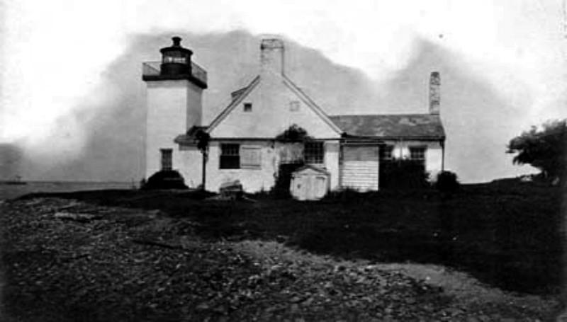 Nayatt_Point_Lighthouse_in_Barrington_RI