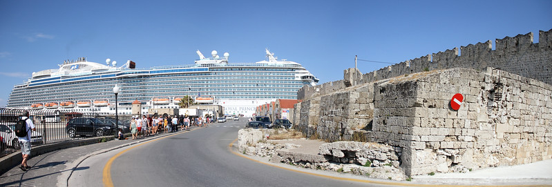 ...until I saw the Royal Prinicess behind it. Talk about a mega cruiseship...