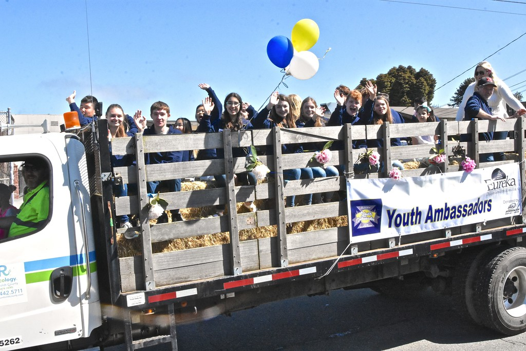 . Greater Eureka Chamber of Commerce youth ambassadors give a rhody cheer.(Jose Quezada - For the Times-Standard)