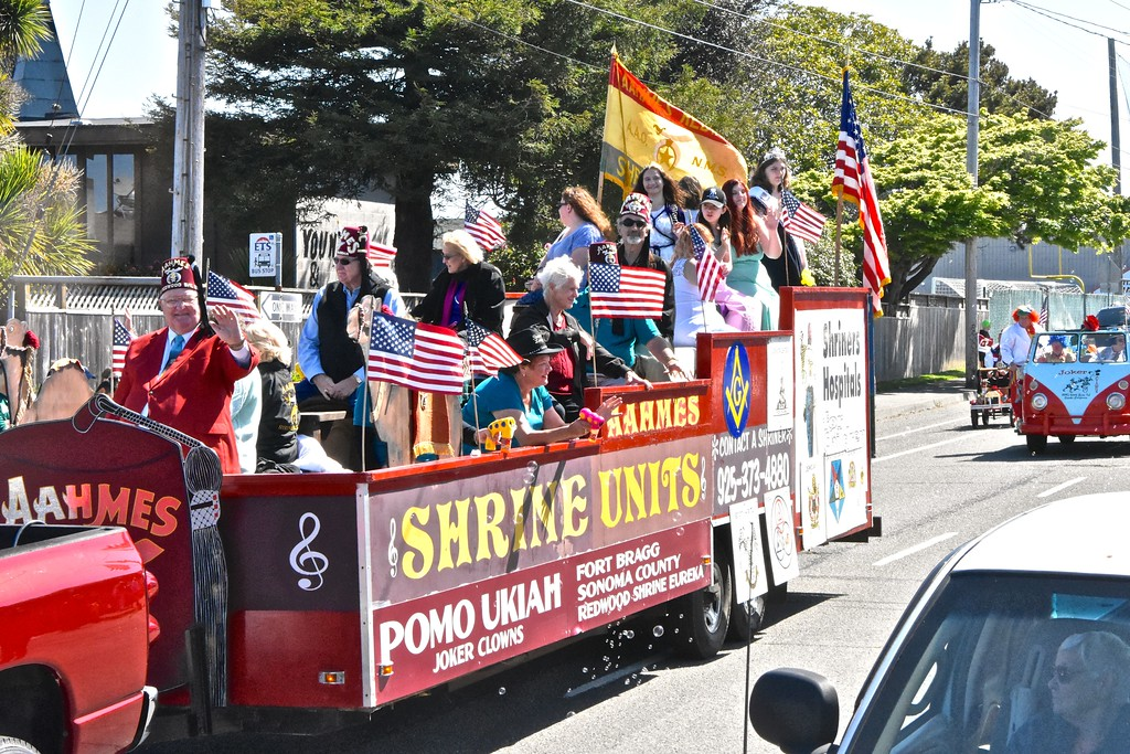 . Regional Shrine units from Fort Bragg and Sonoma County join the Redwood Shrine-Eureka unit in their patriotic float. (Jose Quezada - For the Times-Standard)