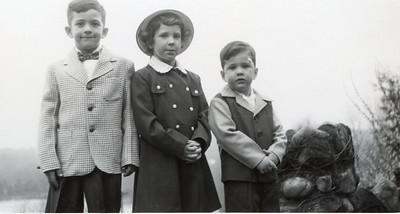 1952 John, Sue & Greg
