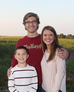 Rich_Becky_Family_Portraits_2017_IMG_6470 Crop