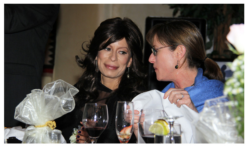 Jeannette and Gretchen .... girl talk?
