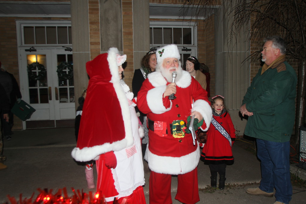 . Citizens gathered in Richmond Dec. 7 to celebrate the holiday season at Richmond\'s annual Community Tree Lighting and Santa Parade. (Photos by Dave Angell)