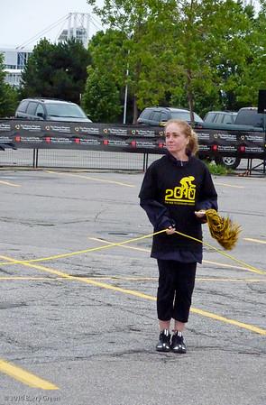 Volunteer cheer leader at the start line.