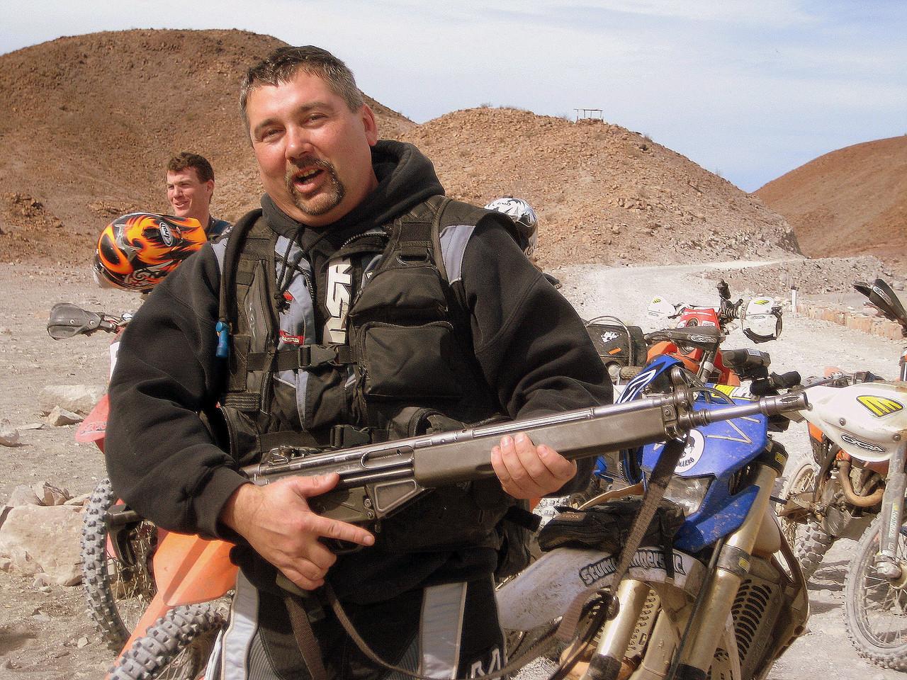 kurt holding a federali gun