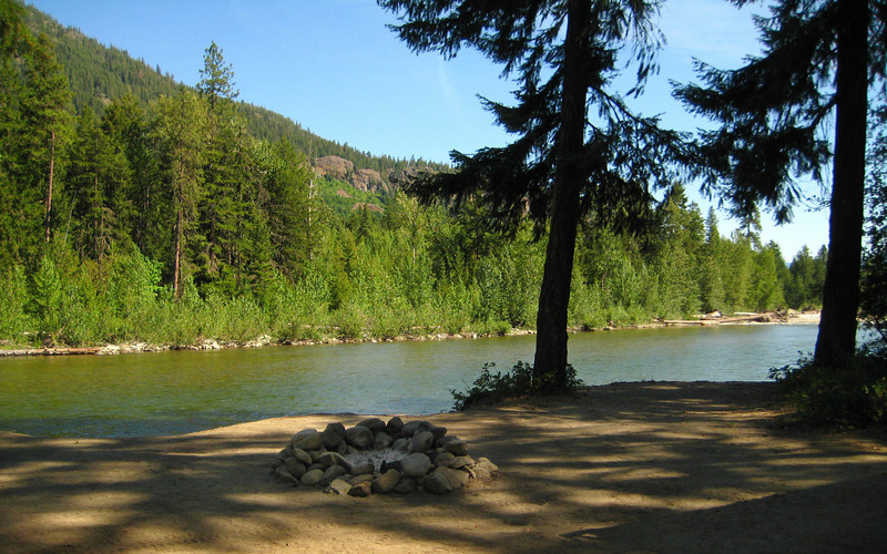 camping spot on cle elum river